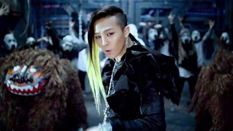 G-Dragon goes back to his seaweed hairstyle from