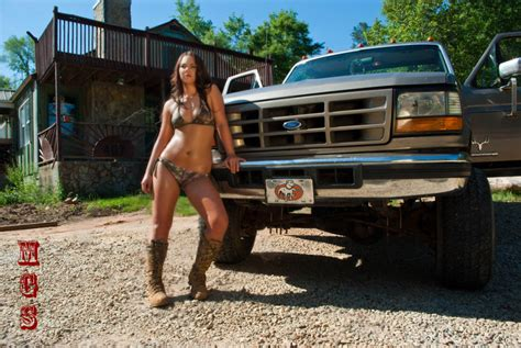 Hot Babes And Ford Bronco's : Gears and Girls