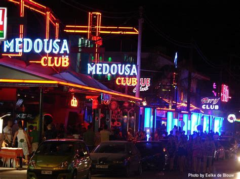 Laganas holiday guide - Find the best clubs, pubs and